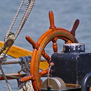 Steuerrad an Bord eines Schiffes